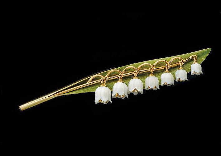 Spilla a forma di foglia e fiori di mughetto