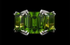 Anello con peridoto di 21,04 carati e 262 diamanti