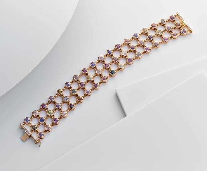 Bracciale in oro rosa e 33 carati di zaffiri colorati