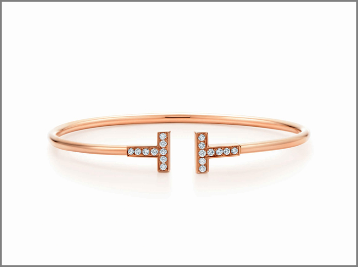 Bracciale Tiffany T in oro rosa e diamanti. Tiffany & Co. Prezzo: 4.050 euro
