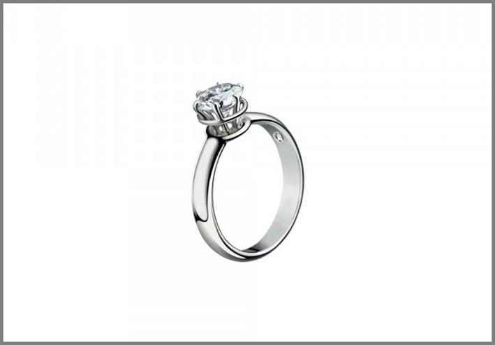 Minou, anello solitario in oro bianco. Prezzo: a partire da 1490 euro