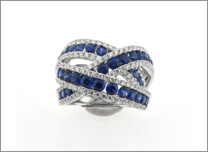 Govoni, anello in oro bianco con diamanti e zaffiri