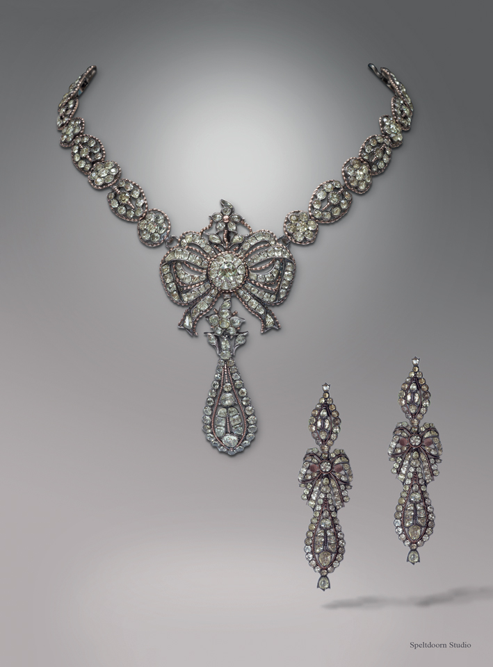 ANtiche demi parure di collana e orecchini in crisoberillo e argento. Portogallo, circa 1700