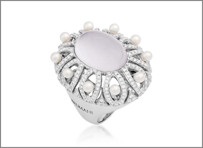 Anello con oro, diamanti, perle, calcedonio