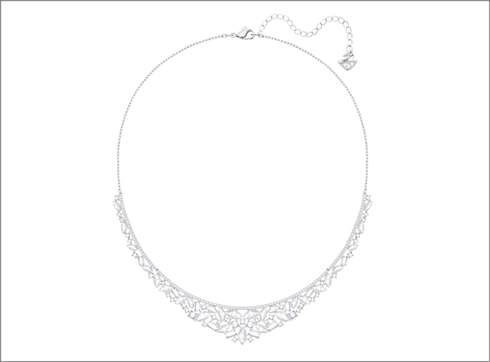 Collana in metallo con finitura rodio e cristalli Swarovski. Prezzo scontato del 50%: 124,50 euro
