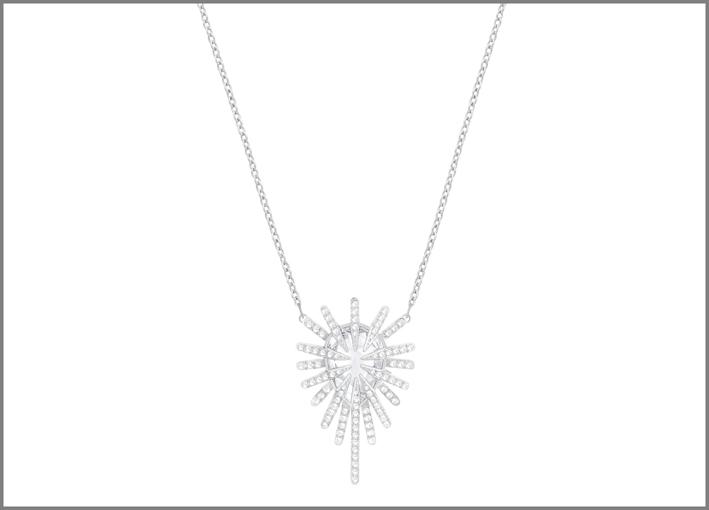 Collana in metallo con finitura rodio e cristalli Swarovski. Prezzo scontato del 50%: 74,50 euro