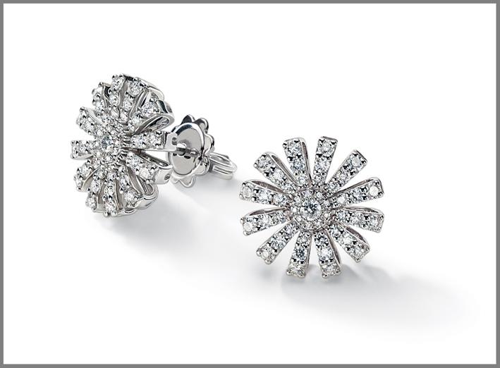 Orecchini della collezione Margherita in oro bianco e diamanti