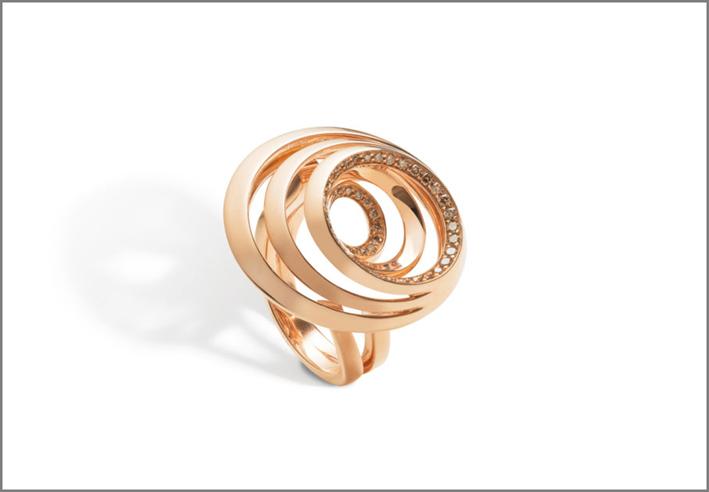Anello della collezione Aura in oro lucido
