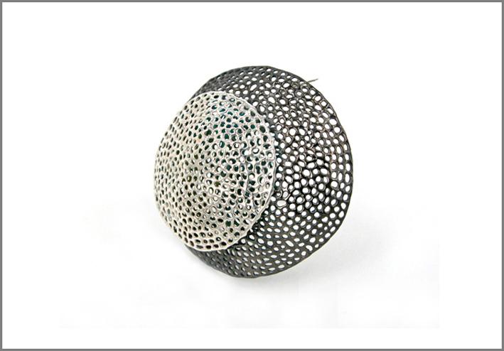 Spilla della collezione Aria in argento rodiato