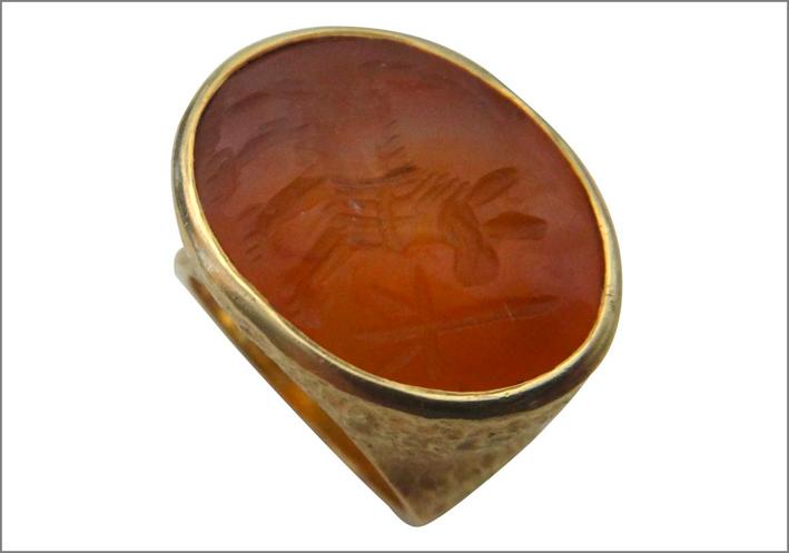 Michael Kneebone, anello con intaglio antica Persia su corniola