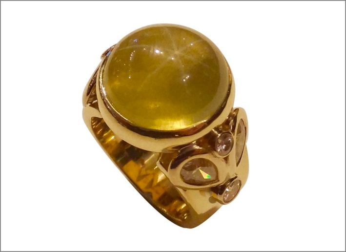 Anello in oro con citrino e diamanti