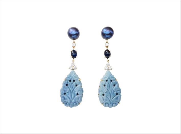 Orecchini con opale blu, zaffiro, diamanti neri