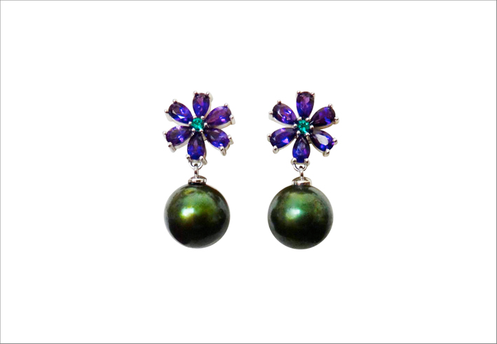 Orecchini con perle di Tahiti, smeraldo e ametista