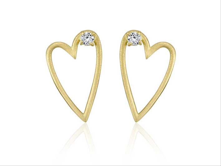 Orecchini a cuore in oro 18 carati e diamante