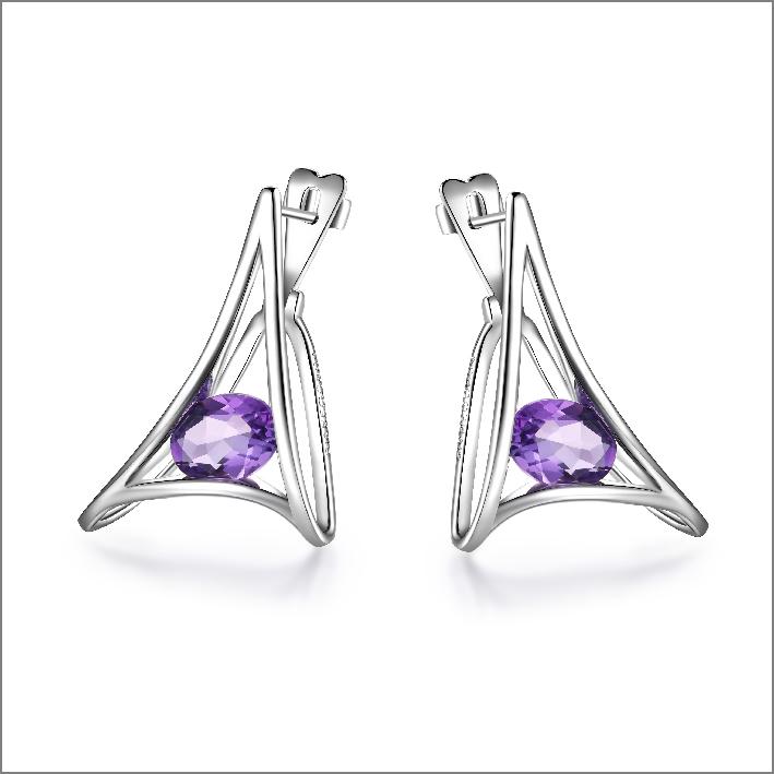 Orecchini in argento e ametiste viola. Prezzo: 120 euro