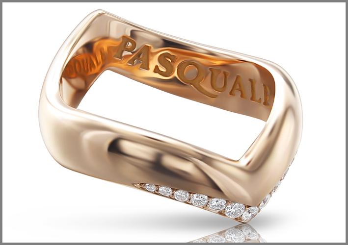 Anello della collezione Sensual Touch in oro e diamanti