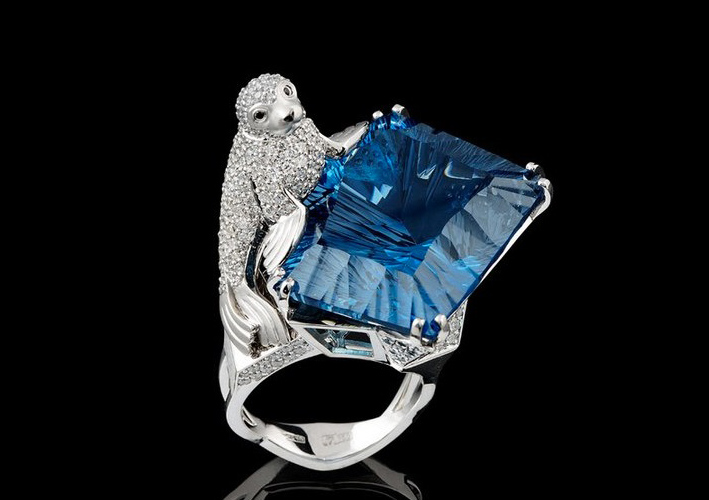 Anello con topazio blue London