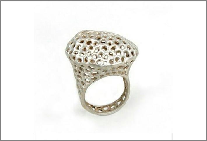 Anello della collezione Aria in argento satinato