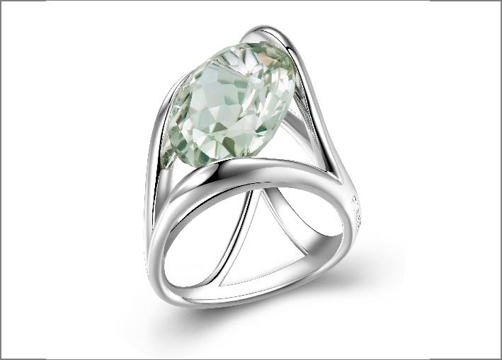 Anello in argento e ametista verde. Prezzo: 380 euro