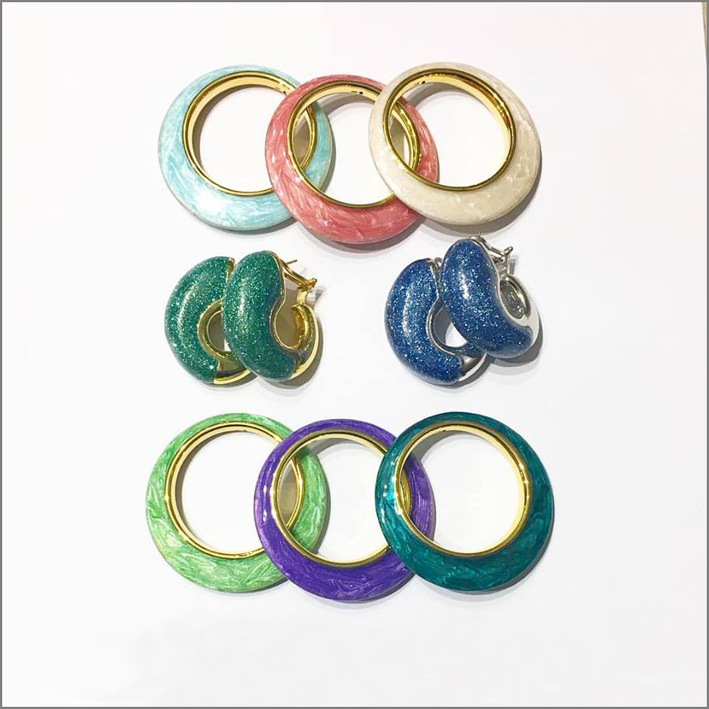 Collezione Rainbow, bijoux con glitter