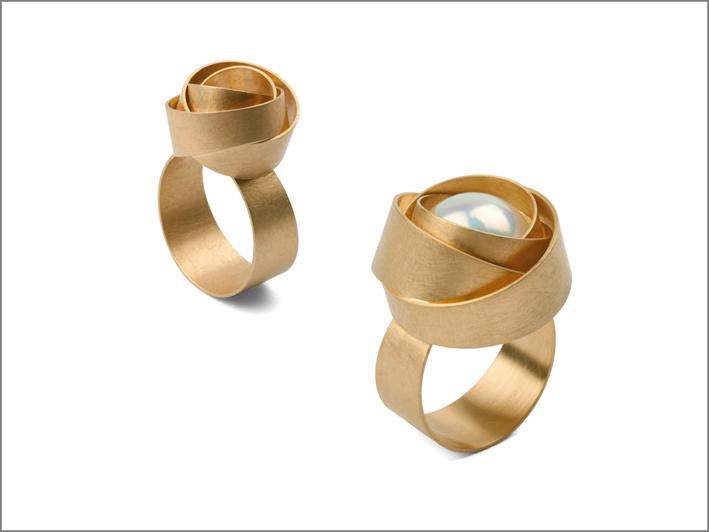 Anelli della collezione Rose, oro e perla