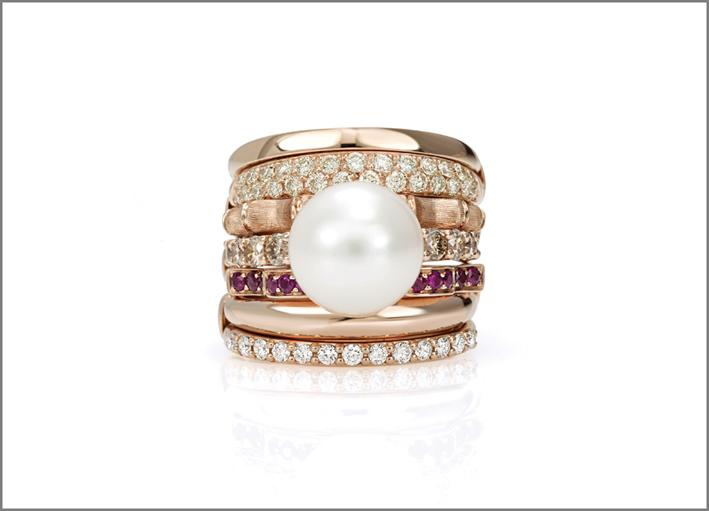 Anello oro rosa, diamanti, rubini, perla
