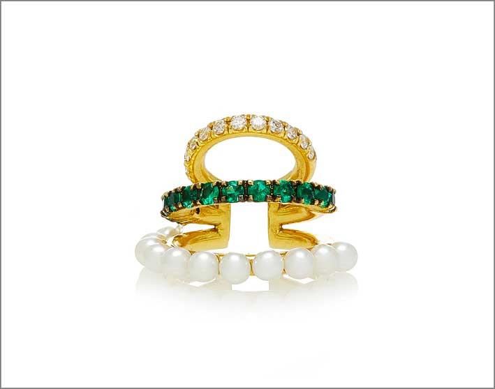 Earcuff in oro, diamanti, smeraldi e perle
