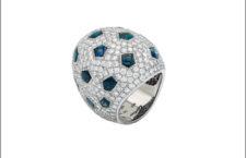 Galerie Montaigne, anello di Cartier in oro bianco con diamanti e zaffiri