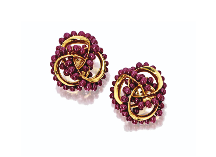 Orecchini in oro 18 carati, e perle di rubino