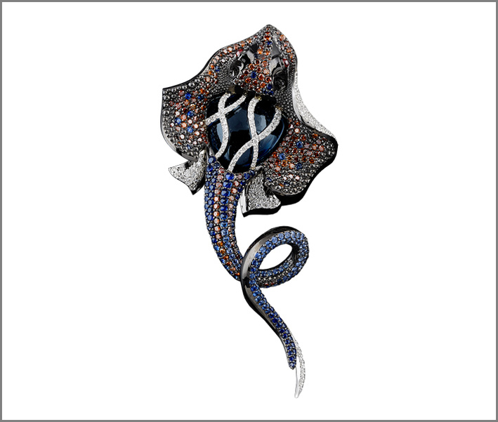 Pesce con pavé di diamanti neri e zaffiri