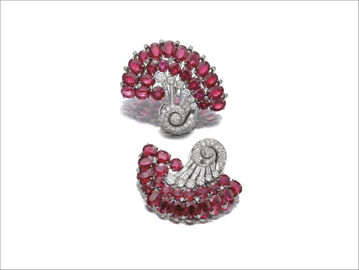 Orecchini con rubini sintetici e diamanti
