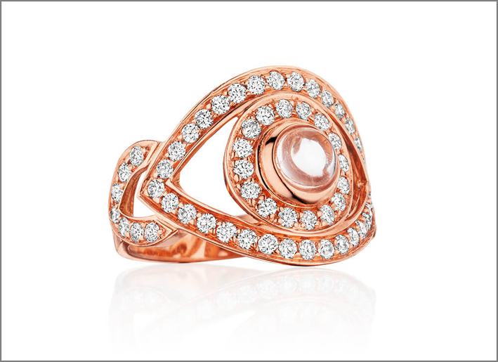 Anello in oro rosa con diamanti