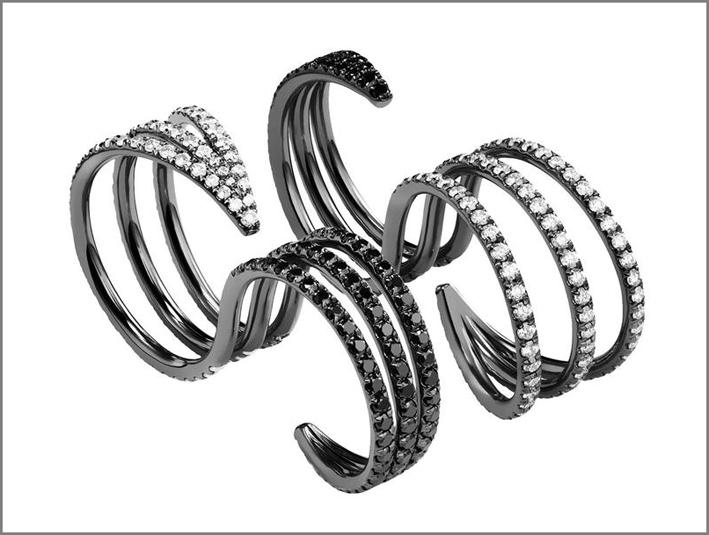 Anello reversibile in oro annerito e diamanti bianchi e neri: può essere indossato in tutti e due i lati. Prezzo: 115550 dollari