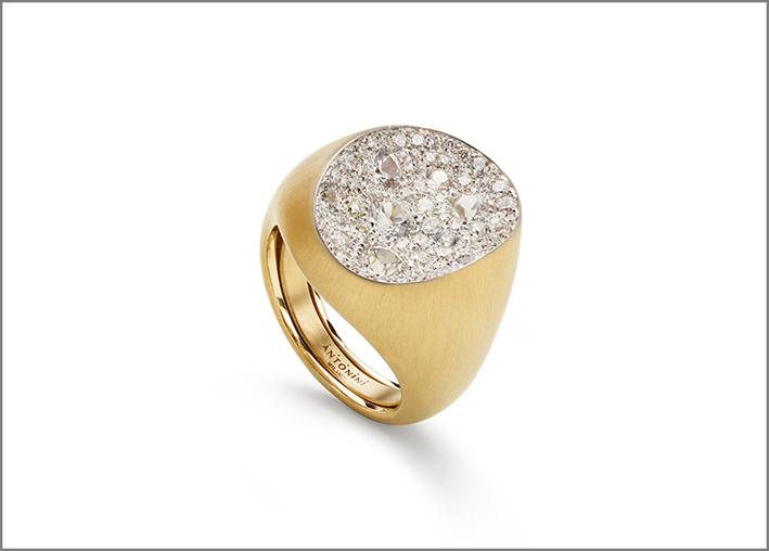 Antonini, anello con zaffiri bianchi e diamanti