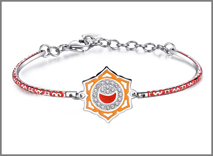Bracciale in acciaio con smalti arancioni e cristalli Swarovski Elements chakra i feel. Prezzo: 34 euro