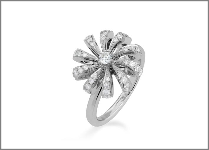Brumani, anello della collezione Buriti in oro bianco e diamanti