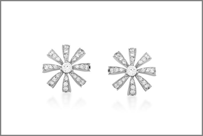 Orecchini della collezione Buriti in oro bianco e diamanti