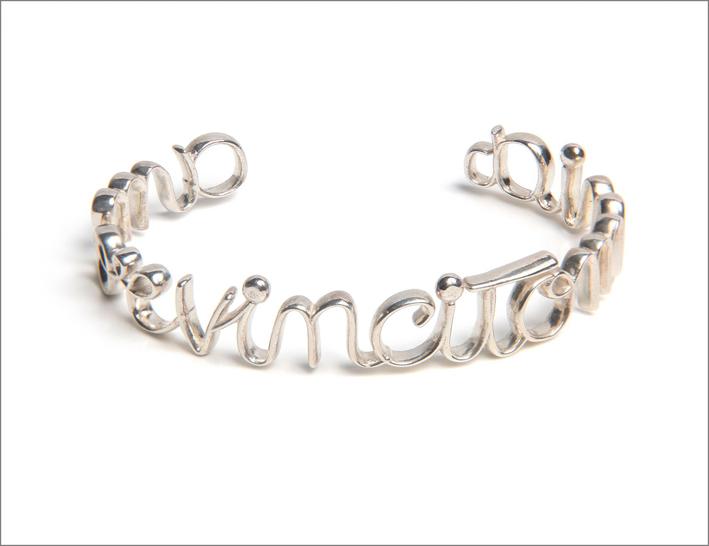 Bracciale con la scritta Amor vincit omnia, in argento