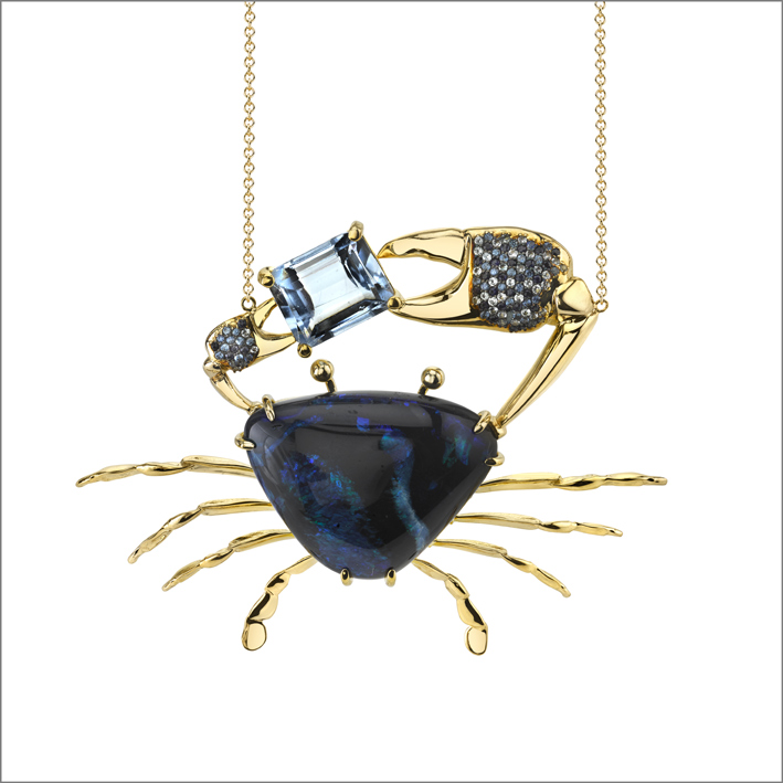 Pendente Carcinus, oro giallo 18 carati, opale nero, acquamarina, zaffiri blu