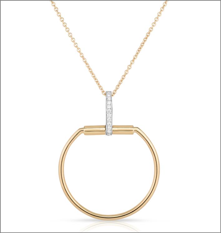 Yellow gold pendant with white diamonds