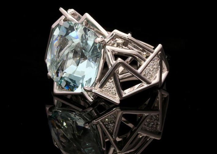 Anello della collezione Disorient in platino, diamanti e grande acquamarina