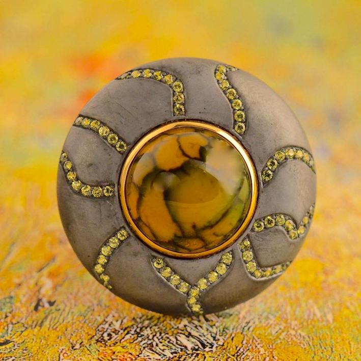 Orecchino in oro, argento annerito, agata, granati, diamanti