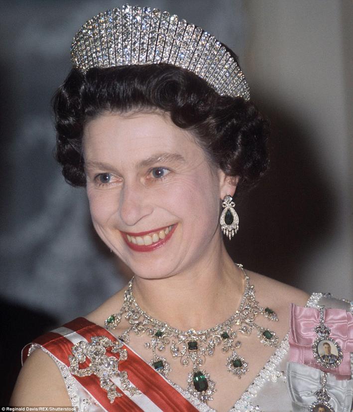 La Kokoshnik tiara e una collana di diamanti e smeraldi