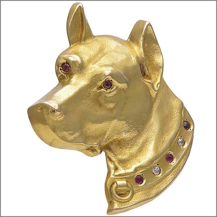 Spilla a forma di testa di cane in oro, diamanti, rubini