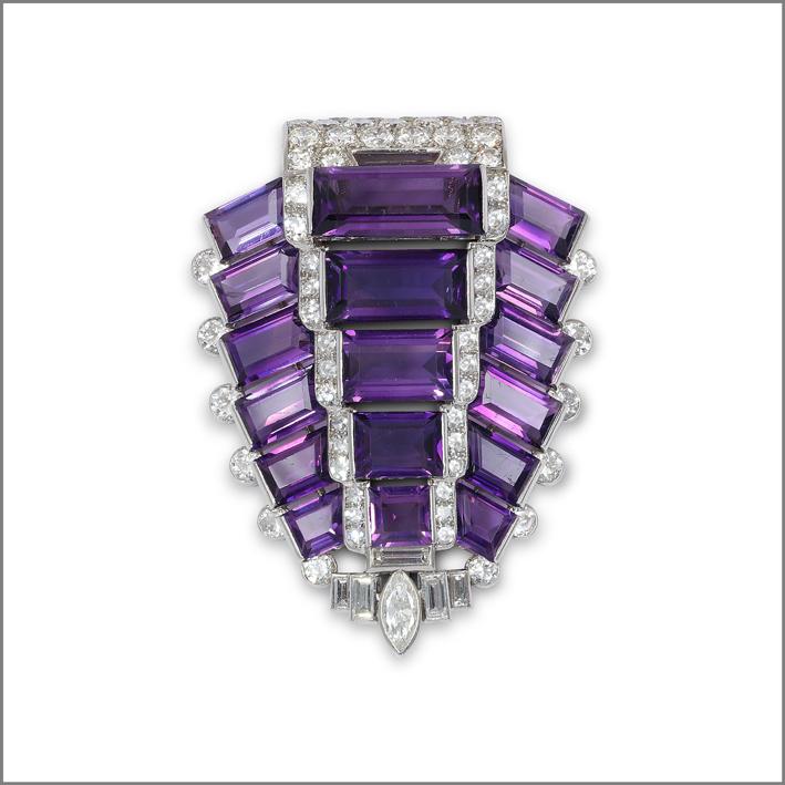 Spilla art déco di Cartier, in platino, diamanti e ametiste