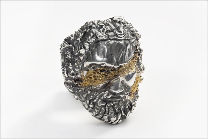 Anello Zeus con dettagli in oro