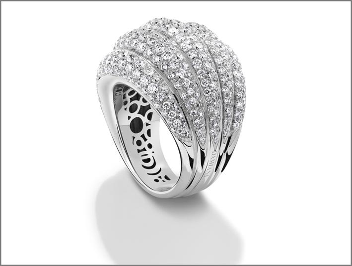 Damiani, collezione Spicchi di Luna, anello in oro bianco con diamanti
