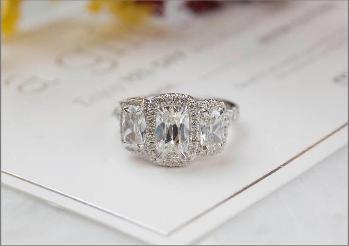 Henri Daussi, anello con diamante taglio cuscino