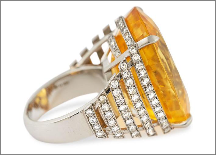 Anello Solis con grande zaffiro giallo non riscaldato, diamanti, platino