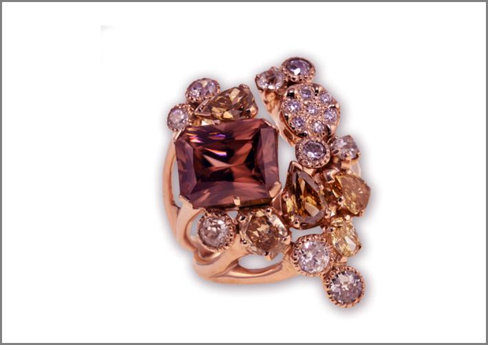 Anello Bouquet, oro rosa 18 carati, zircone naturale della Malesia, diamanti a taglio naturale a taglio fantasia, brillante e antico